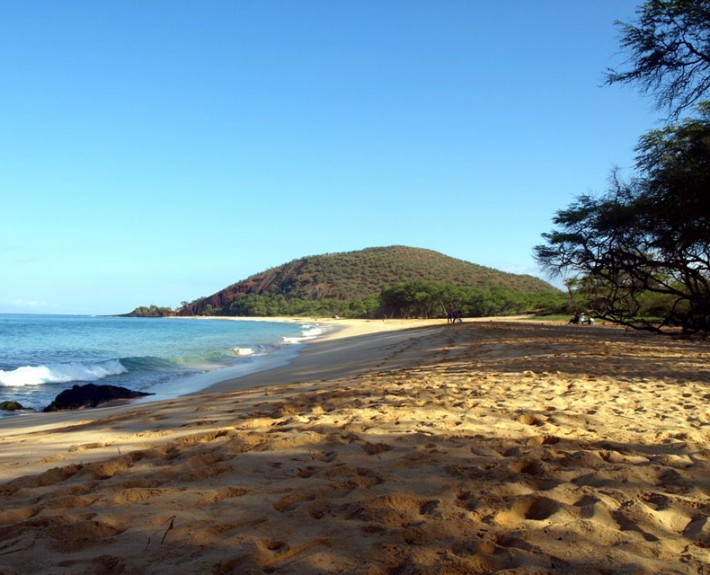 A view of the white sandy beach that is Makena State Park, Maui, Hawaii