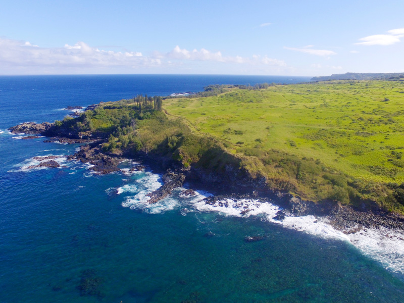 Rugged cliffs of scenic orthwest Maui